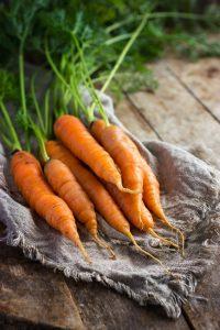 Bottes de carottes fanes (c) anna_shepulova/fotolia