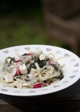 Tagliatelles de quinoa aux radis blettes et feta