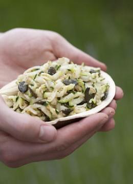 Salade crue de courgette et chou rave à la noisette