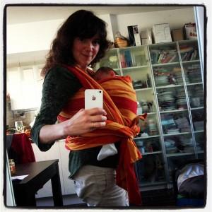 La magie du portage de bébé en écharpe