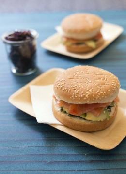 Burger avocat saumon fumé et tartare d'algues