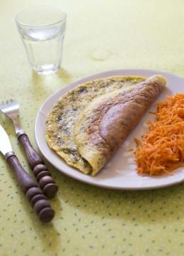 Omelette au fromage de chèvre et tartare d'algues