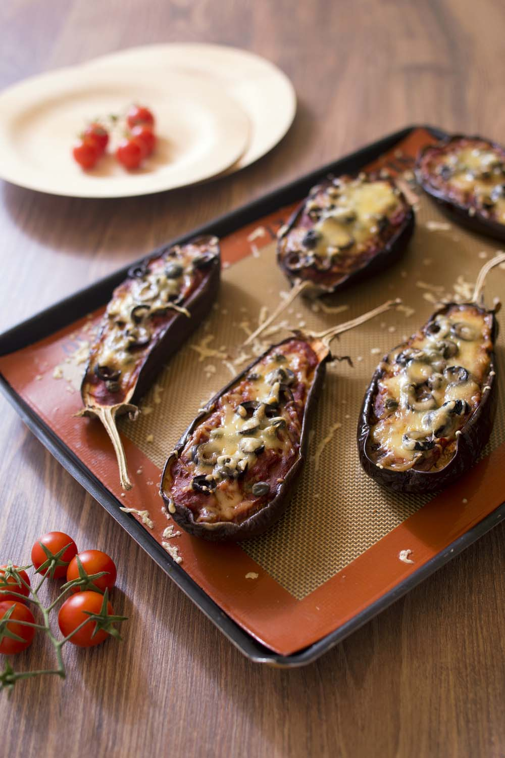 aubergines pizza aux tomates et c pres recettes de cuisine biod lices. Black Bedroom Furniture Sets. Home Design Ideas