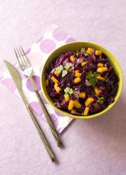 Salade de chou rouge, mangue et chutney