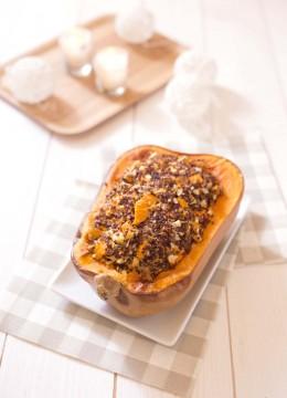 Courge butternut rôtie au quinoa, chèvre et fruits secs
