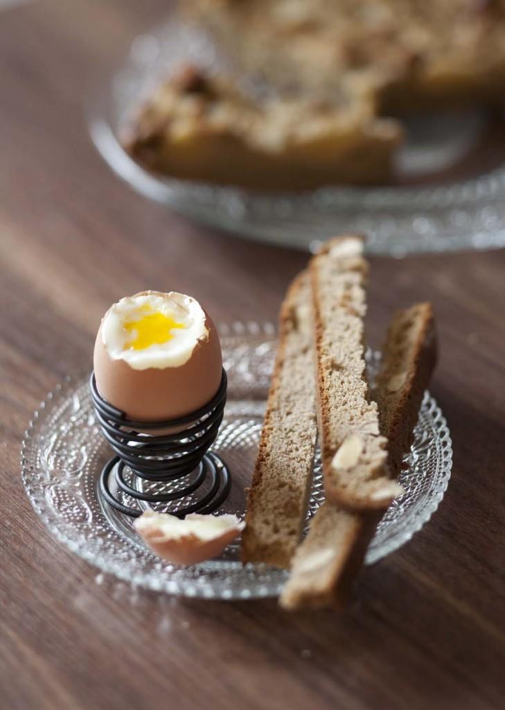 Oeufs à la coque, mouillettes de pain à la châtaigne: photo de la recette