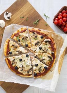 Pizza tomate champignons sans lactose – vegan