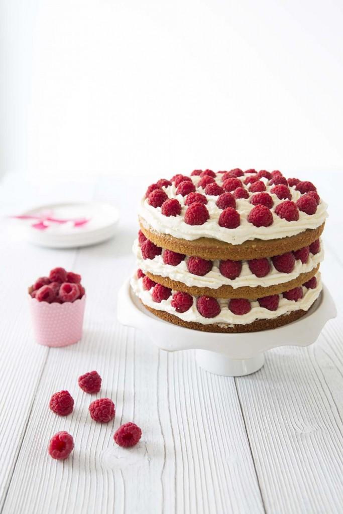 Photo de la recette : Layer cake framboises coco – bon anniversaire mon Bastien !