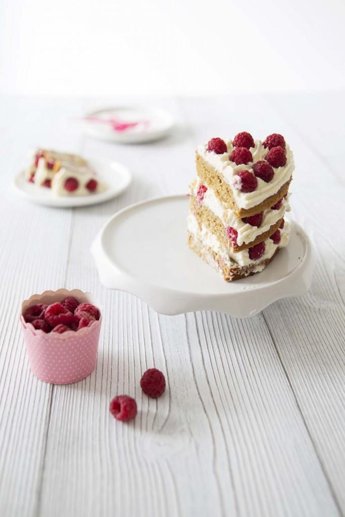 Layer cake aux framboises et lait de coco