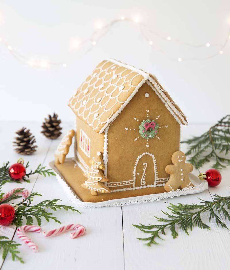 Maison de pain d'épices, livre Gâteaux de Noël aux éditions Mango
