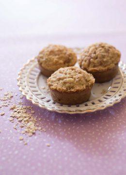 Muffins à la banane, flocons d'avoine et crumble croustillant – sans lactose