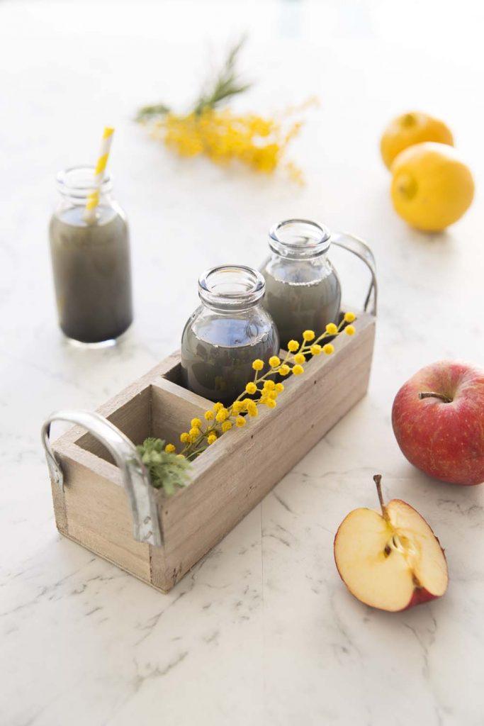 Photo de la recette : Jus détox pommes charbon actif