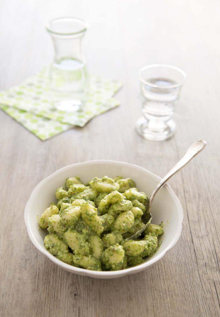 Photo de la recette : Gnocchis au pesto de fanes de radis