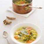Soupe au chou, riz et carottes saveur gingembre curcuma