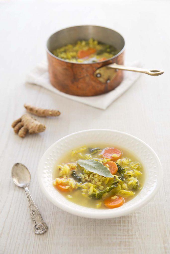 Photo de la recette : Soupe au chou, riz et carottes saveur gingembre curcuma