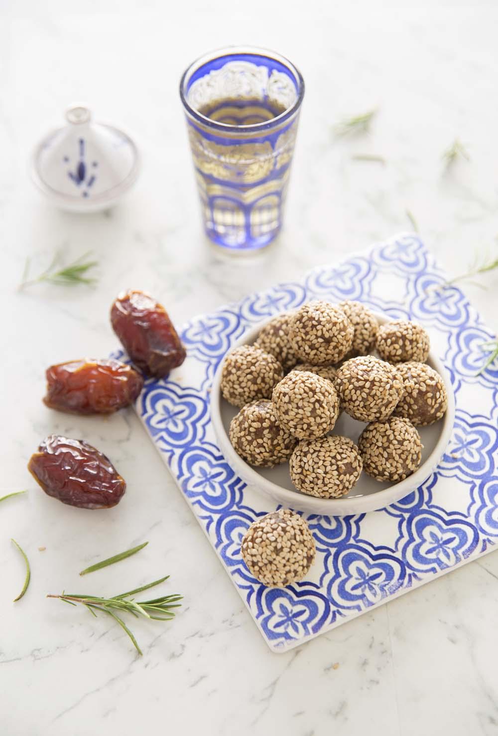 energy balls orientales aux dattes et s same recettes de cuisine biod lices. Black Bedroom Furniture Sets. Home Design Ideas