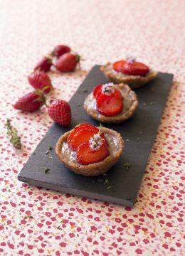 Mini tartelettes fraises banane – vegan et cru
