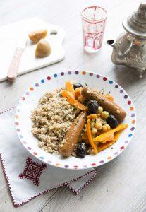 Couscous végétarien au fonio, carottes et olives noires