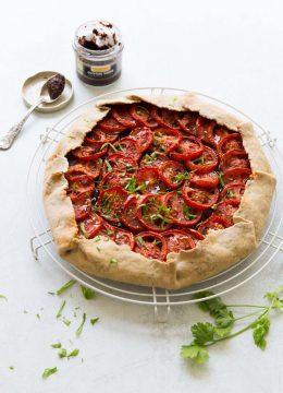 Tarte rustique tomates tapenade