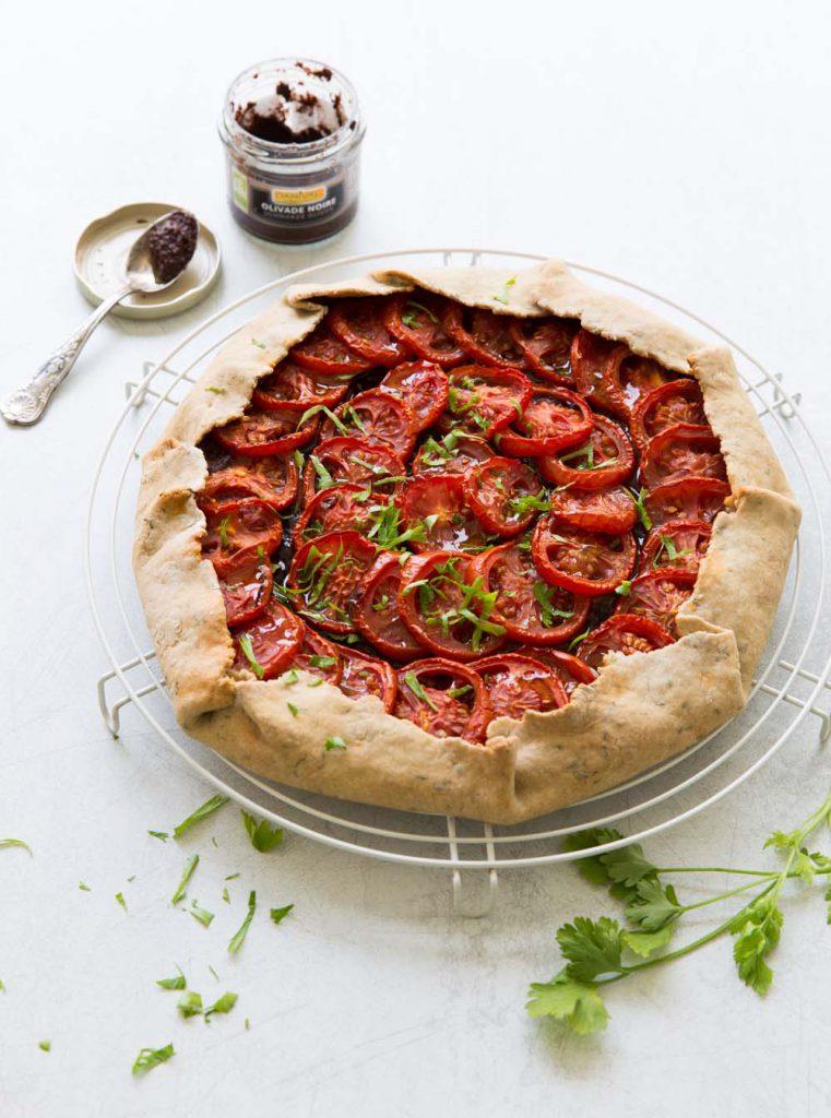 Photo de la recette : Tarte rustique tomates tapenade