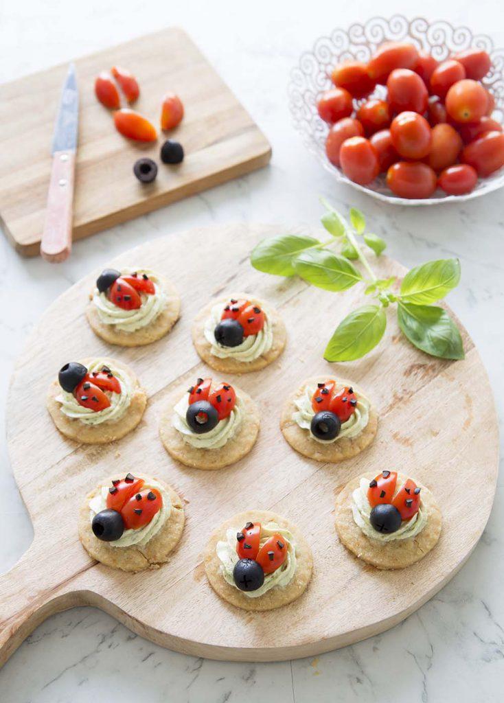 Photo de la recette : Sablés coccinelle aux tomates cerises